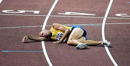 26-erik-sjoqvist-is-exhausted-at-the-finish-line-of-the-5000m-event
